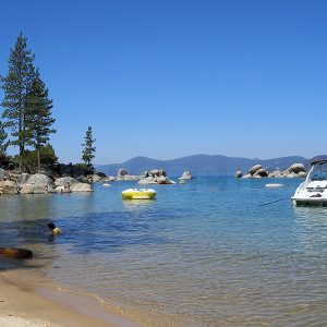 Boat_at_rest_in_Lake_Tahoe